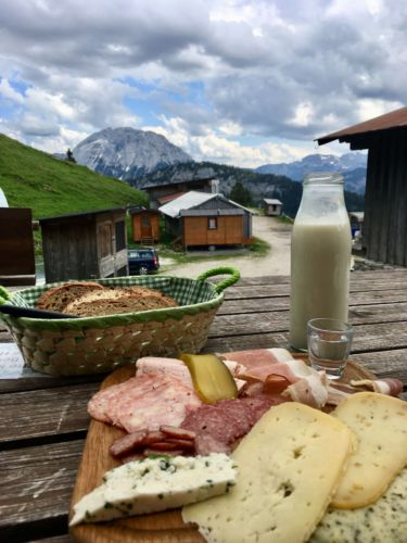 "A clichéd German snack (""Brotzeit"") somewhere in the mountains"